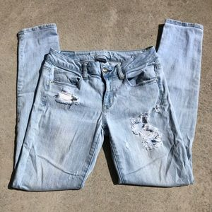 AE Distressed Light Wash Super Stretch Skinny Jean